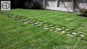 Поддържана тревна площ и плочопътека